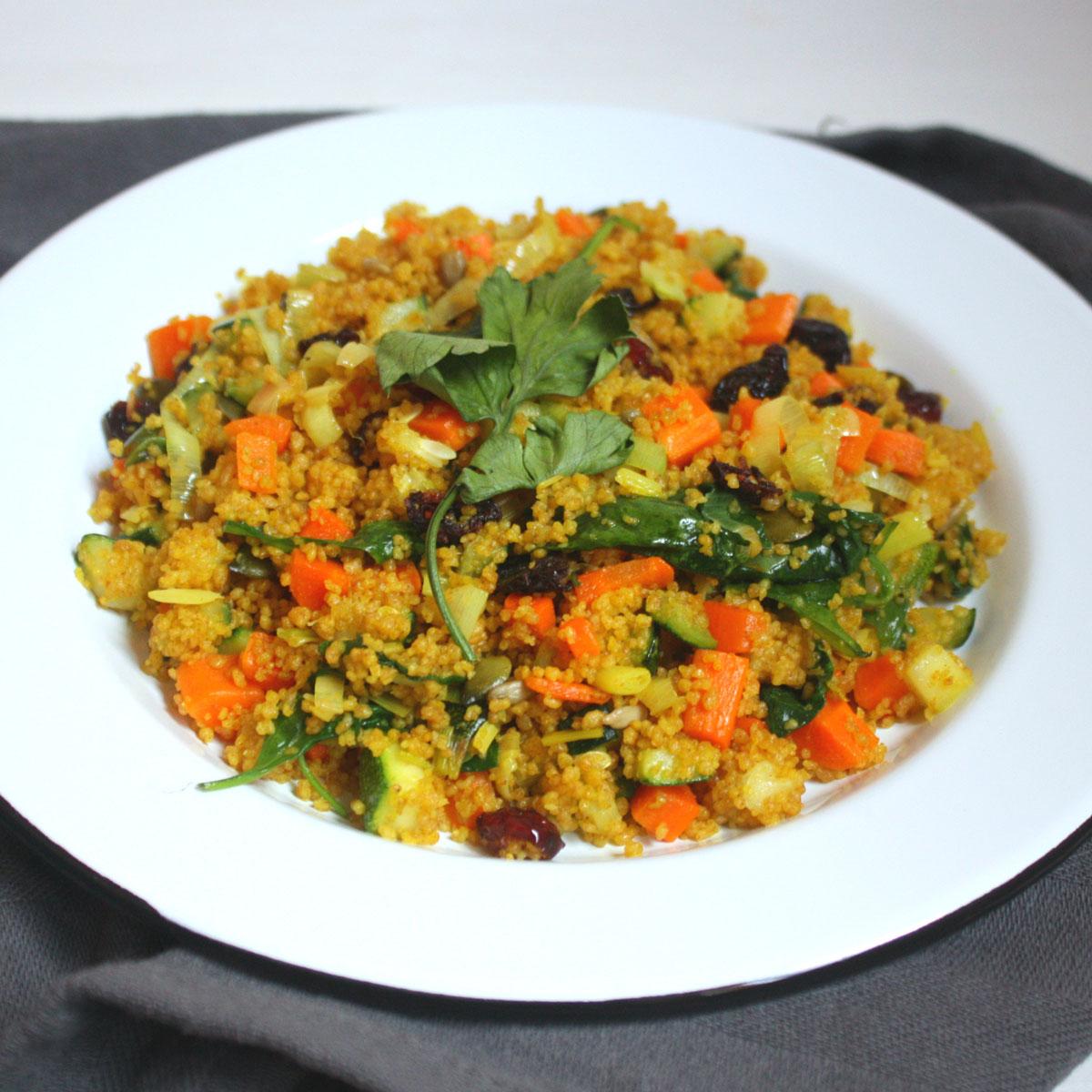 Cuscús de espelta con verduras, cúrcuma y mix dulce de semillas