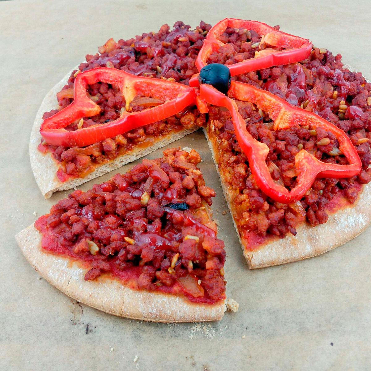 Pizza barbacoa vegana con base de espelta integral