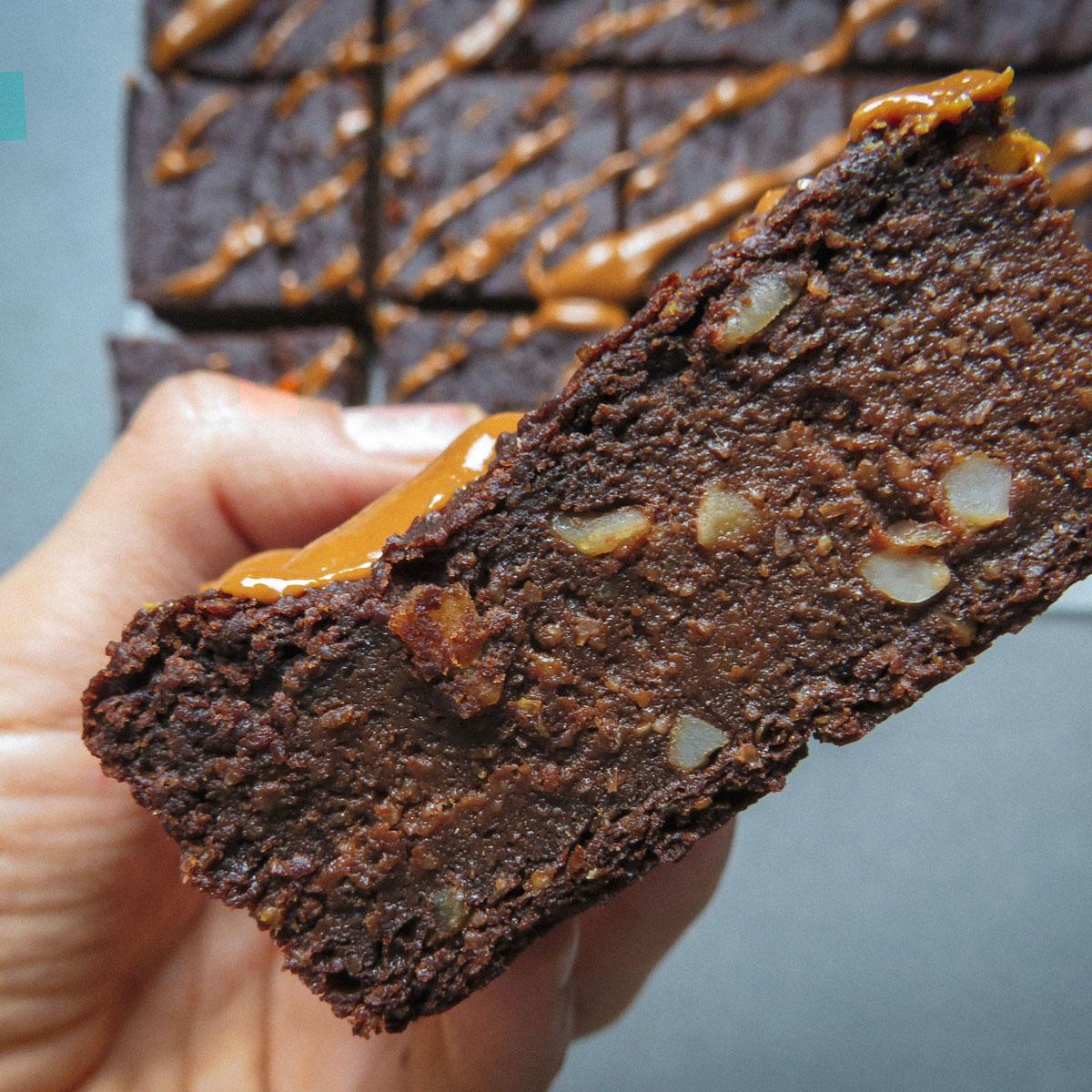 Brownie de boniato, avena y cacahuete