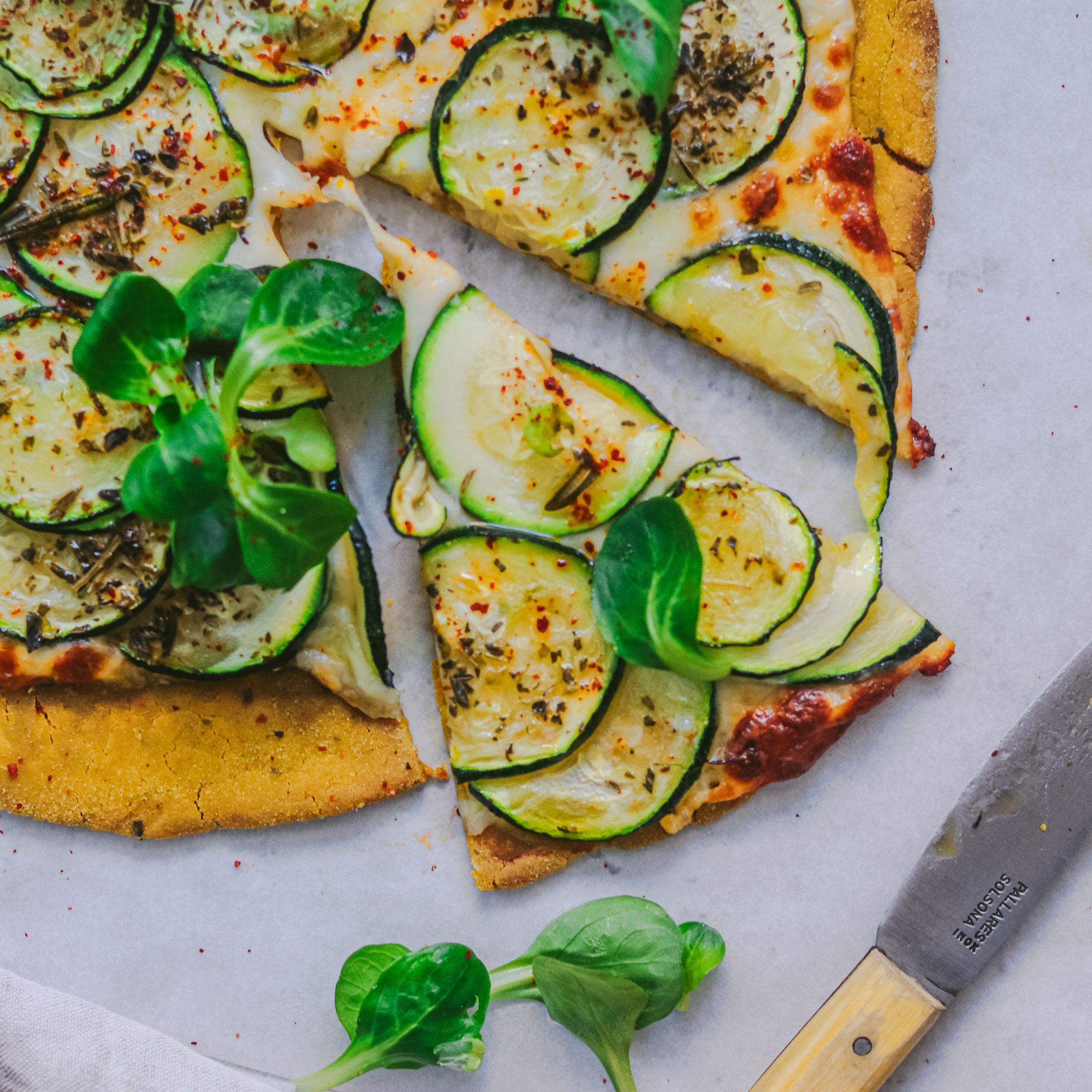 Pizza de arroz y cúrcuma con 4 ingredientes