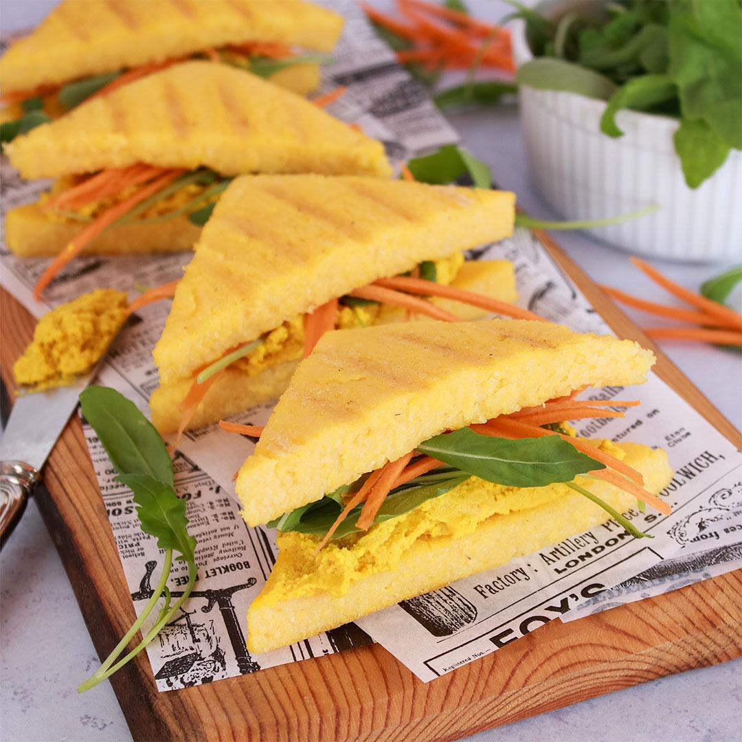 Sandwich de polenta con paté vegetal